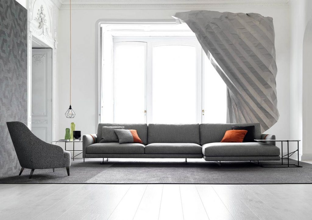 多利安灰色的客厅:Dee Dee沙发和Emilia扶手椅