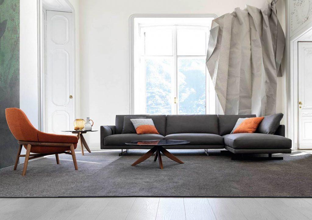 Dee Dee 灰色沙发,配以橙色Hanna扶手椅和Circus茶几