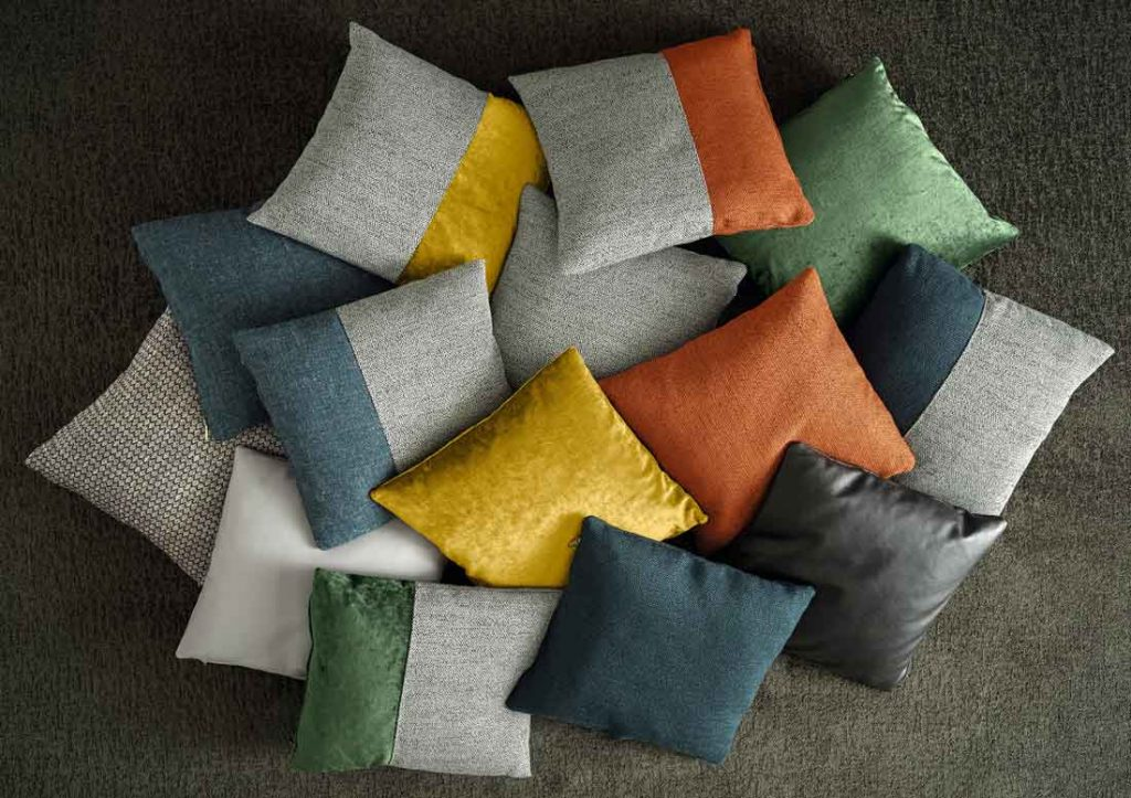 沙发装饰垫的集合。