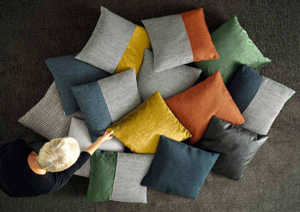 BertO家具配件:小型设计师垫子的集合。