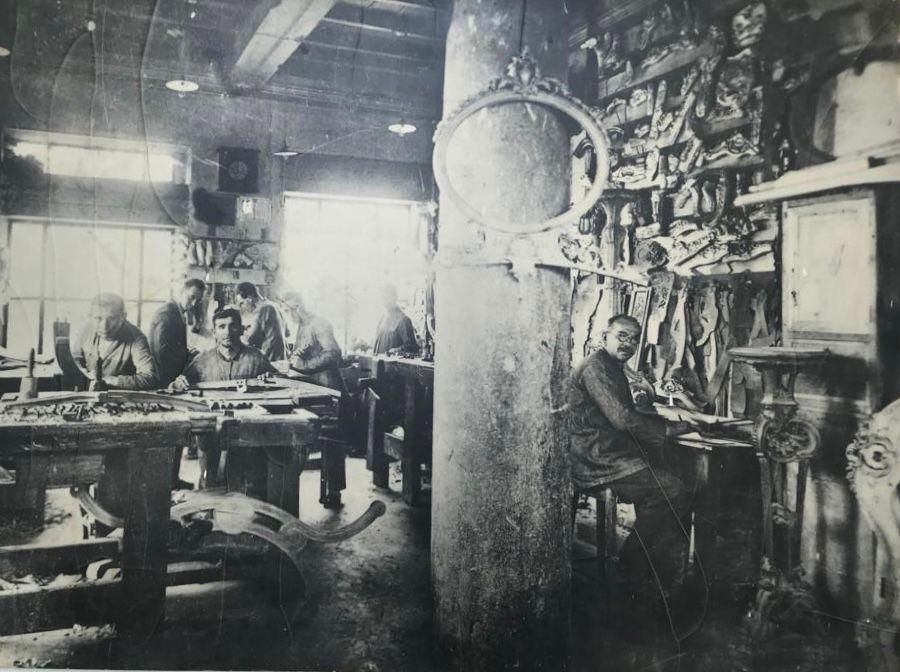 历史悠久的Boga工作室,获得了木雕的金奖。