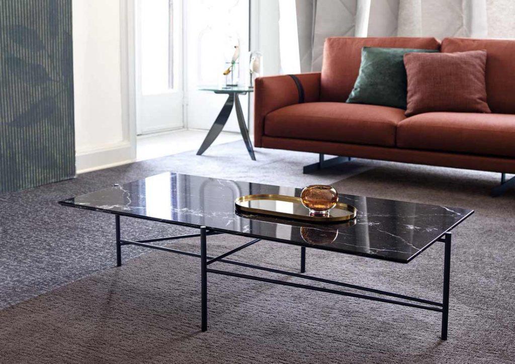 BertO家具配件:Riff茶几,顶部为Marquina大理石。