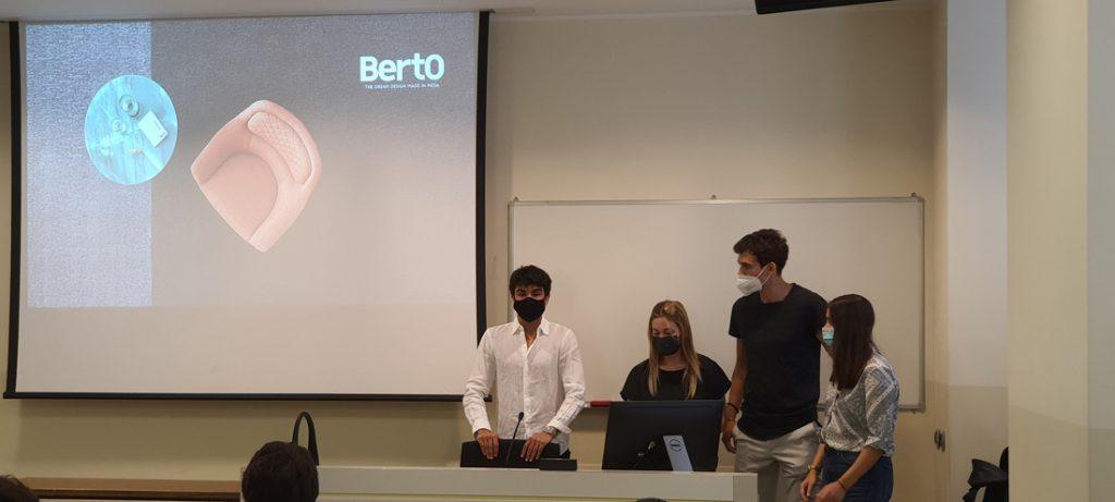 Milan天主教大学学生参加BertO Hackaton(程式設計馬拉松)活动。