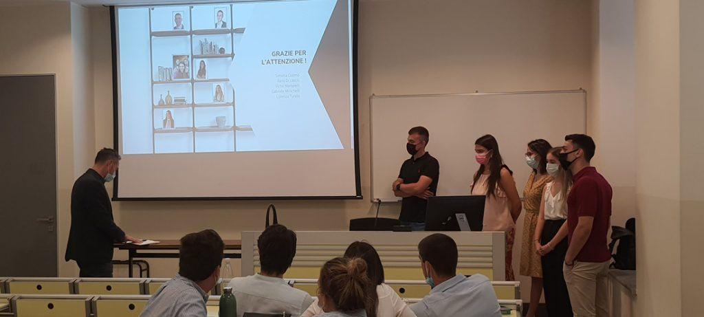 Milan Sacred Heart天主教大学的学生为BertO新系列的发布展示了营销活动。
