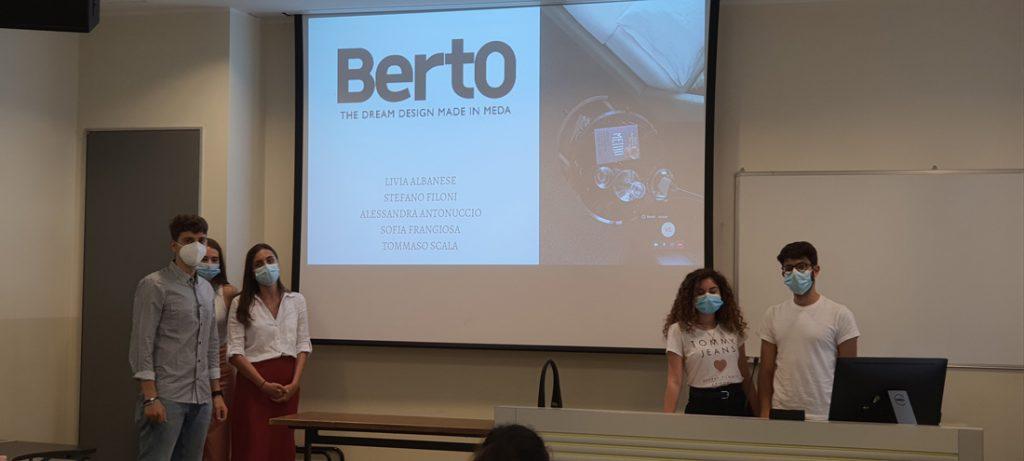 Milan天主教大学战略数字营销硕士的学生在BertO案例中工作。